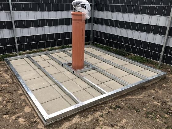 Rolldachhütte Aufbau Betonsäule