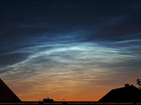Leuchtende Nachtwolken über Schwerin am 25.06.2021 (1)