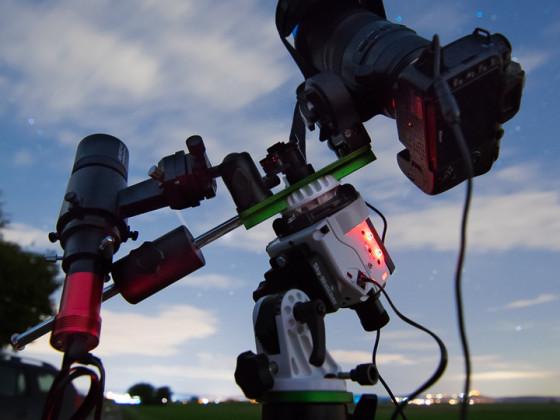 Sky-Watcher Star Adventurer mit Kamera mit Autoguiding