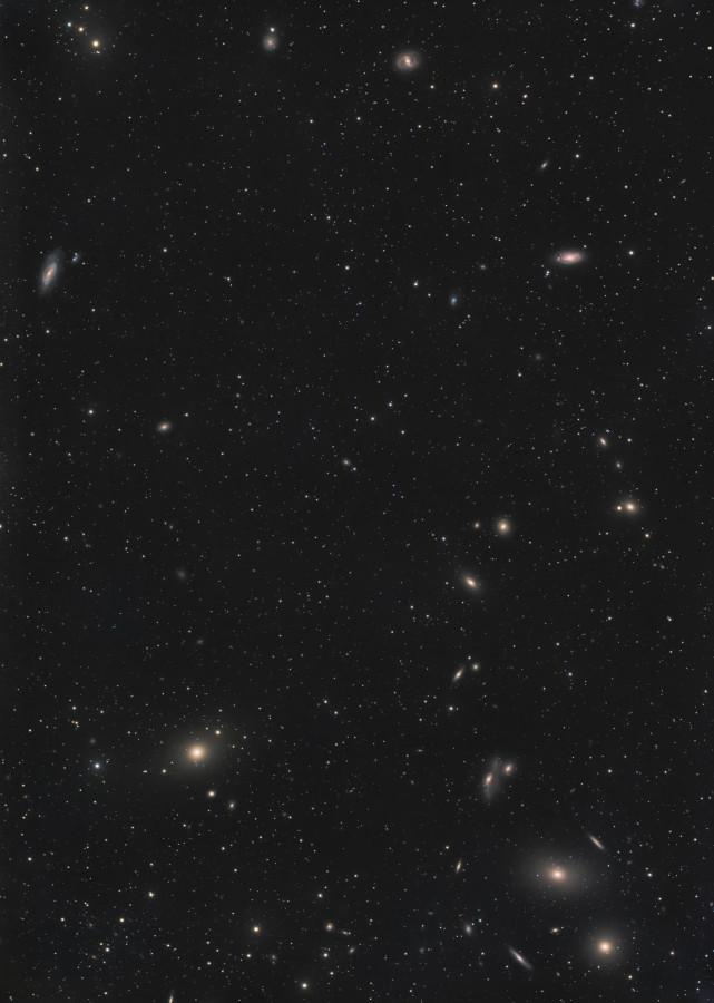 """Galaktisches """"Q"""" - Zentralbereich des Virgo-Haufens"""
