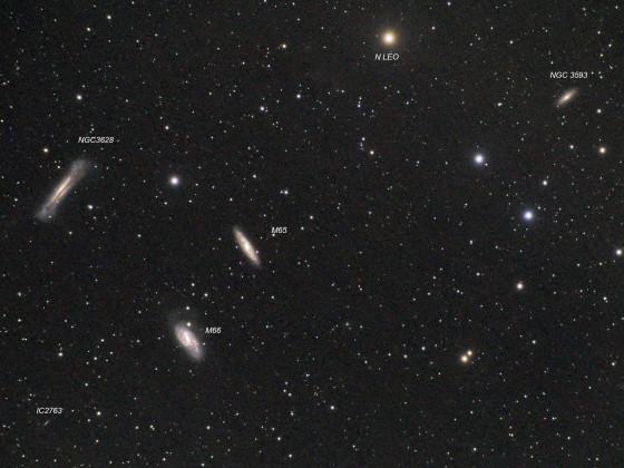 Leo Triplet mit Galaxien um den  den Stern n Leo
