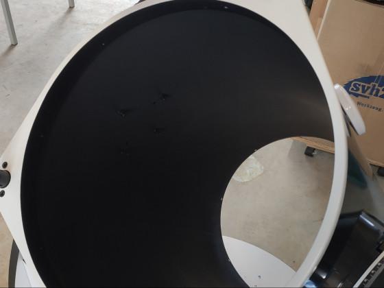 Der Skywatcher Tubus mit der original matt-schwarzen Lackierung.