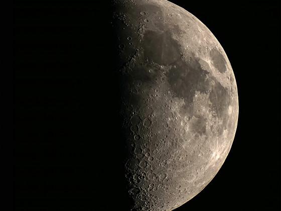Mond am 23.03.2021 (CZJ 50/540, 2x AP Barlow, A6000)